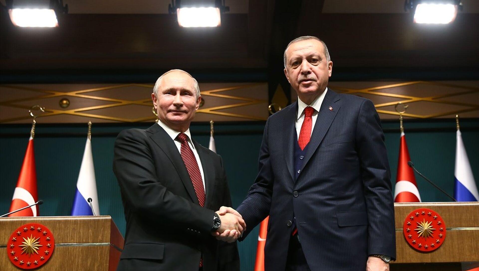 Cumhurbaşkanı Recep Tayyip Erdoğan, Cumhurbaşkanlığı Külliyesi'nde Rusya Devlet Başkanı Vladimir Putin ile baş başa ve heyetler arası görüşme geçekleştirdi - Sputnik Türkiye, 1920, 09.04.2021