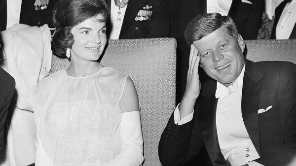 Eski ABD Başkanı John  F. Kennedy ve eski First Lady Jacqueline Kennedy  - Sputnik Türkiye