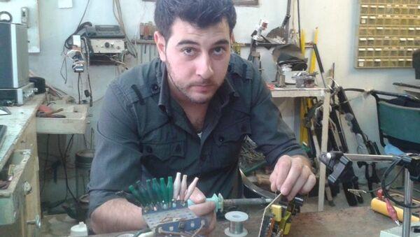 Elektromanyetik indüksiyon prensibiyle çalışan tüfek icat eden Suriyeli Asad Haddad - Sputnik Türkiye