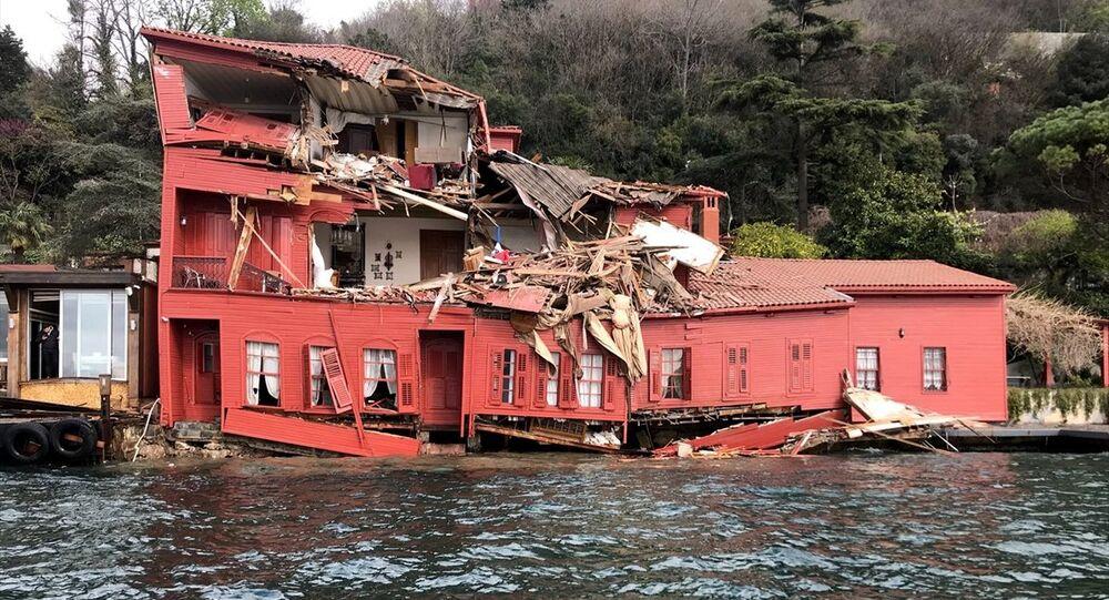 İstanbul Boğazı'nda 225 metre uzunluğundaki geminin dümeninin kilitlenmesi ve sürüklenmesinin ardından çarptığı Hekimbaşı Salih Efendi Yalısı ön cepheden çok büyük hasar aldı.