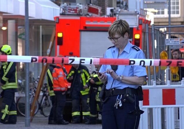 Almanya'nın batısındaki Münster kentinde bir kamyonet kalabalığın arasına daldı. İlk belirlemelere göre 3 kişi öldü, onlarca kişi yaralandı.