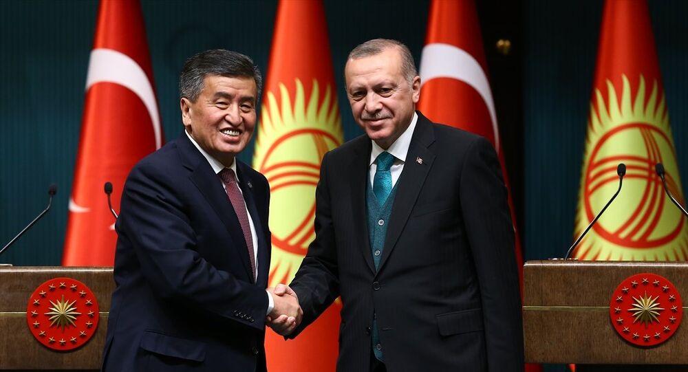 Kırgızistan Cumhurbaşkanı Sooranbay Ceenbekov ile Cumhurbaşkanı Recep Tayyip Erdoğan