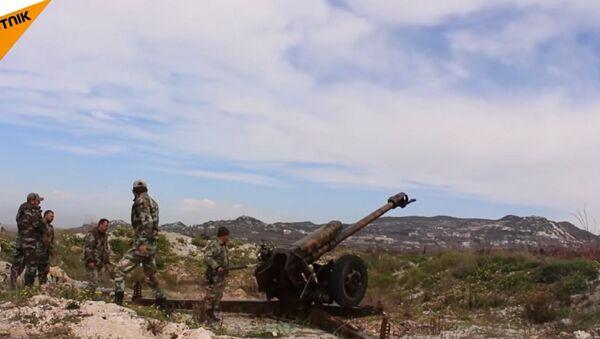 Lazkiye: Suriye ordusunun teröristlerin roketli saldırılarına yanıtı - Sputnik Türkiye