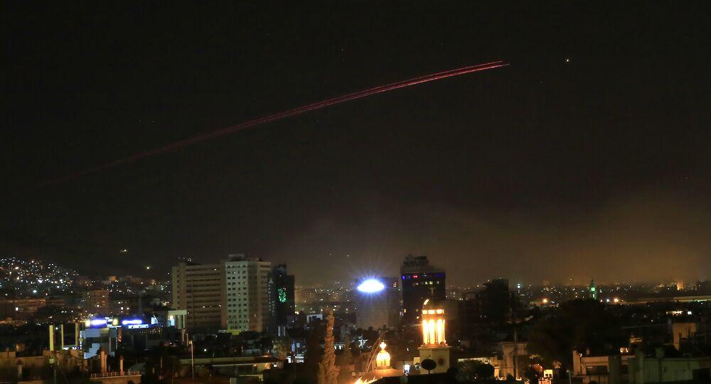 Şam'a yönelik fırlatılan füzelerin çoğu, Suriye hava savunma sistemleri tarafından püskürtüldü.