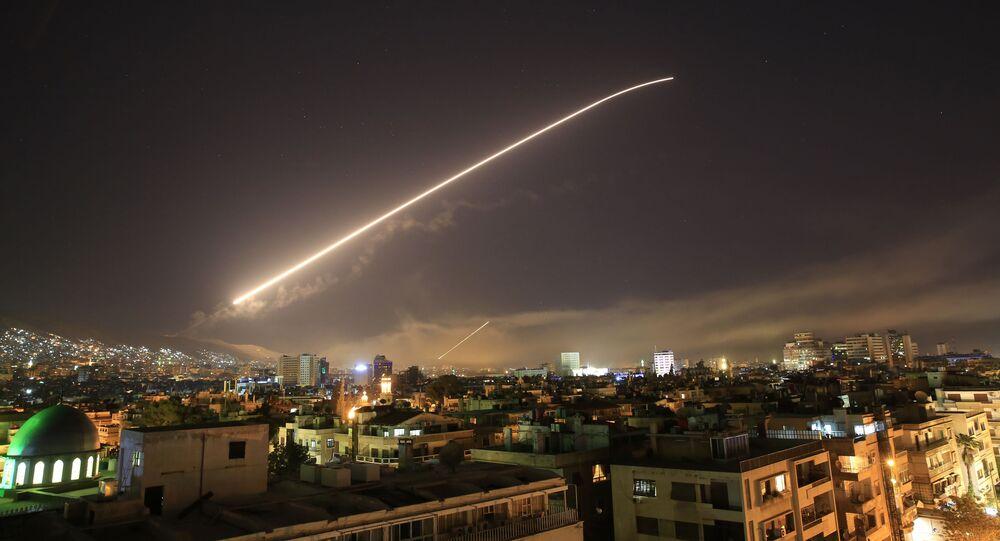 ABD ve müttefikleri Suriye'ye füzelerle saldırdı