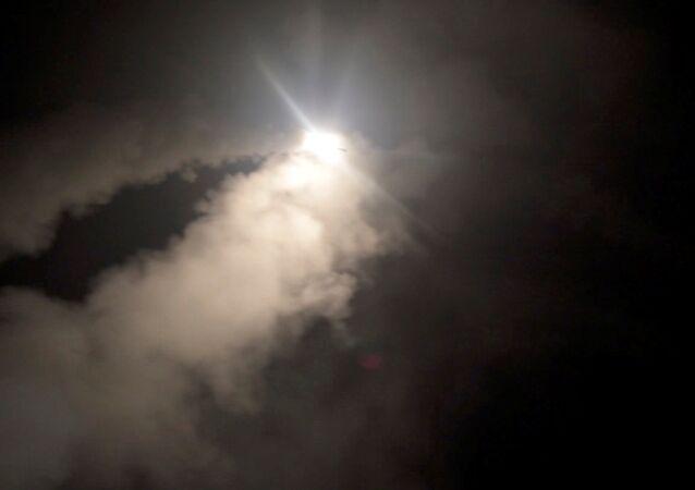 Tomahawk füzelerinin Suriye'ye fırlatılışının görüntüleri
