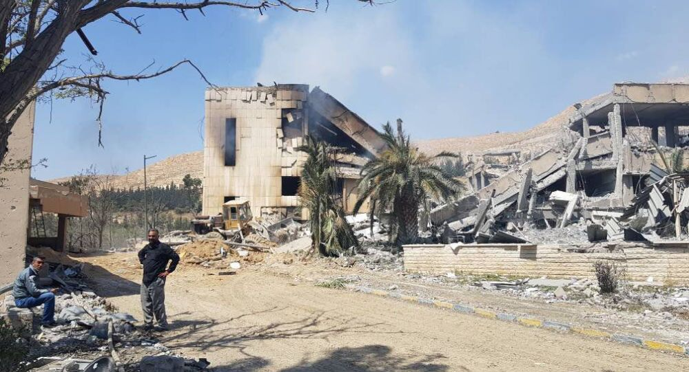 Barzeh'teki araştırma tesisinin vurulduktan sonraki görüntüsü