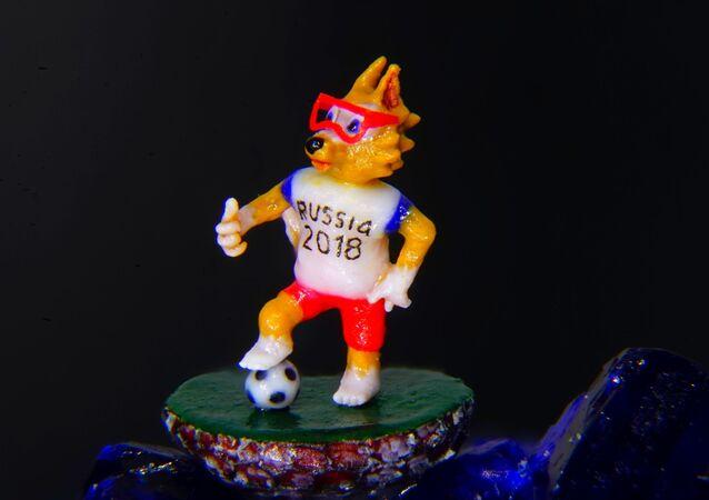 Mikrominyatür ressamı Vladimir Aniskin'den Dünya Kupası maskotu