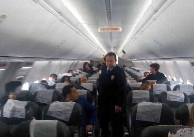 Kahramanmaraş yolcular uçaktan indirildi