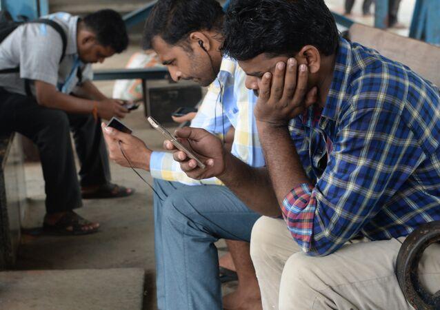 Hindistan'da akıllı telefon kullanıcıları