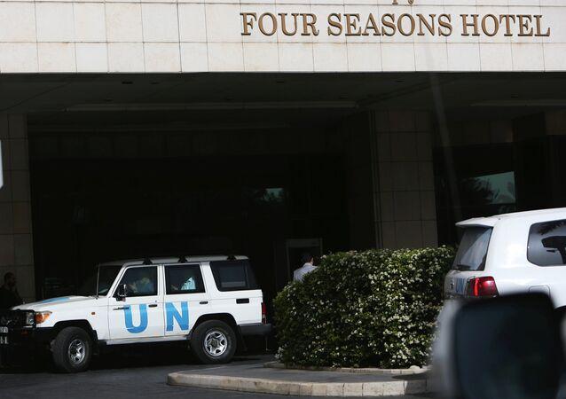 OPCW uzmanlarını taşıyan BM yetkililerinin aracı-Şam