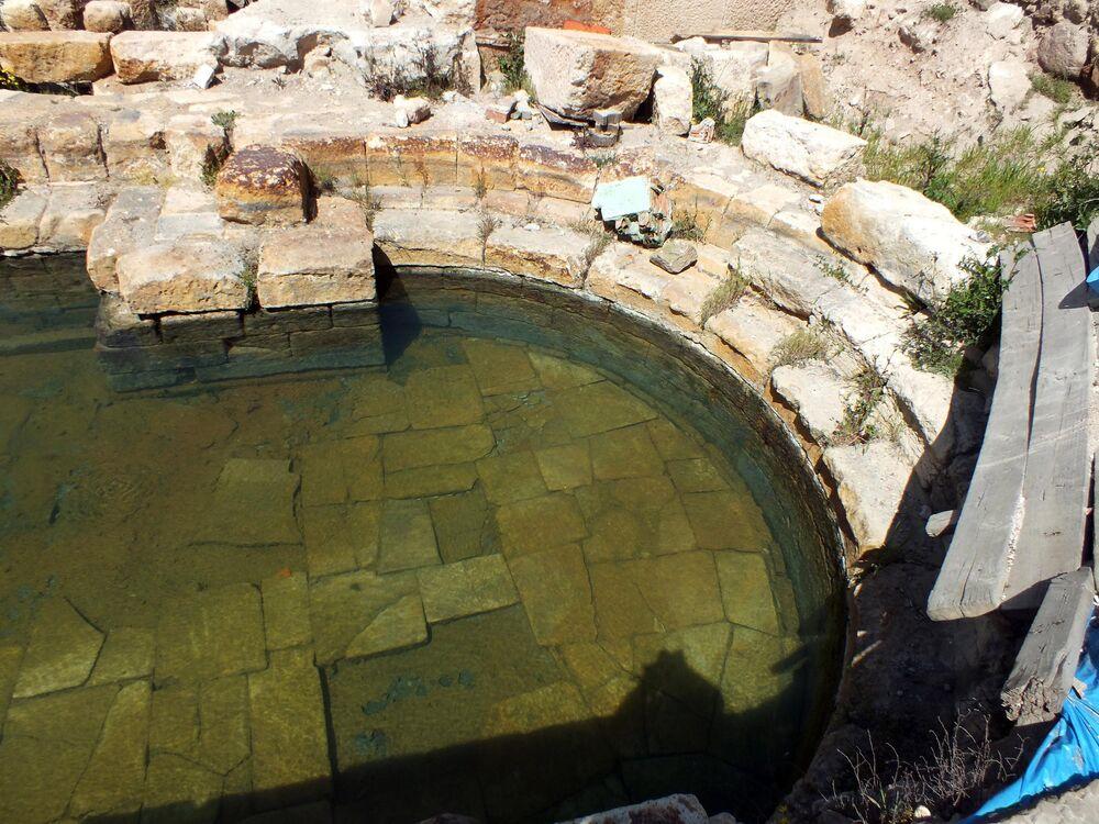 Yozgat Valisi, Roma Hamamı'nın tanıtımını yapmak için antik termal havuzda yüzdü //
