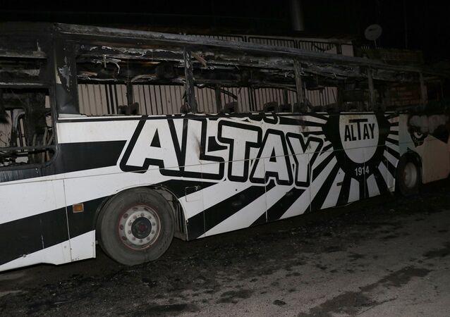 Altay Spor Kulübü'ne ait takım otobüsü yandı