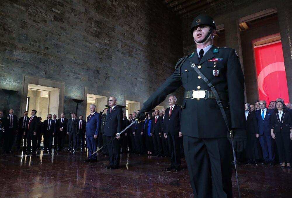 Devlet erkanı, 23 Nisan için Anıtkabir'i ziyaret etti