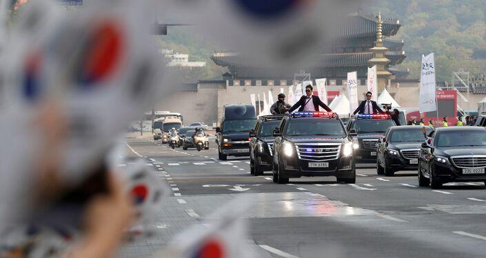 Panmunjom'a gitmek üzere başkanlık konutundan ayrılan Güney Kore lideri Moon
