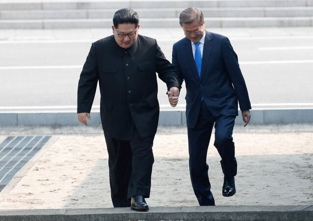 Kuzey Kore lideri Kim ve Güney Kore lideri Moon