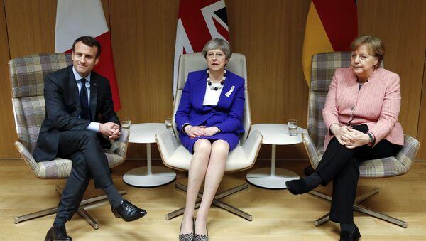 Fransa Cumhurbaşkanı Macron-İngiltere Başbakanı May ve Almanya Başbakanı Merkel  - Sputnik Türkiye