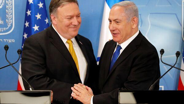 ABD Dışişleri Bakanı Mike Pompeo ve İsrail Başbakanı Benyamin Netanyahu - Sputnik Türkiye