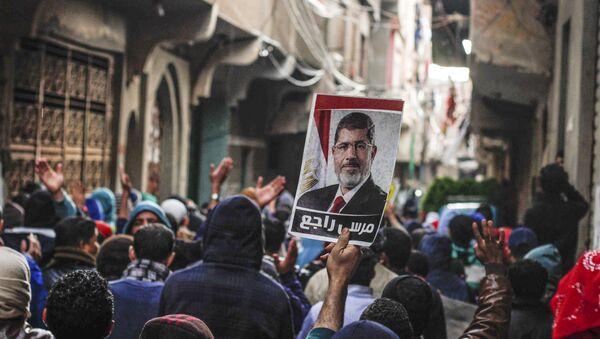 Müslüman Kardeşler destekçileri, Muhammed Mursi fotoğrafı - Sputnik Türkiye