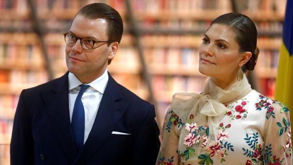 İsveç Veliaht Prensesi Victoria ile eşi Prens Daniel, Riga'daki Ulusal Kütüphane'de - Sputnik Türkiye