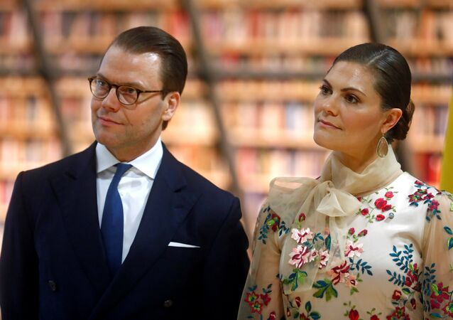İsveç Veliaht Prensesi Victoria ile eşi Prens Daniel, Riga'daki Ulusal Kütüphane'de