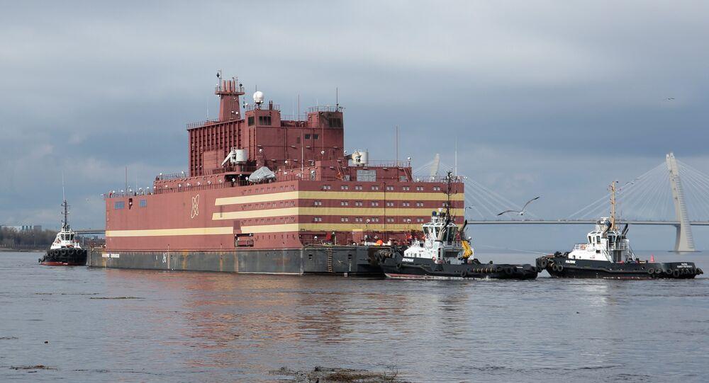 Rusya'nın ilk yüzen nükleer santrali 'Akademik Lomonosov', St. Petersburg kentinden Murmansk'a olan ilk yolculuğuna çıktı, burada nükleer yakıt dolumu yapıp Rusya'nın Uzak Doğu bölgesine çekilecek.