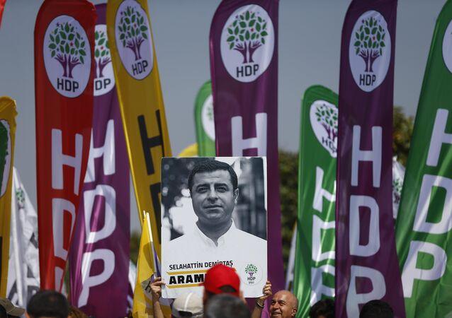 1 Mayıs 2018, İstanbul, Maltepe mitingi, HDP korteji, Selahattin Demirtaş posteri