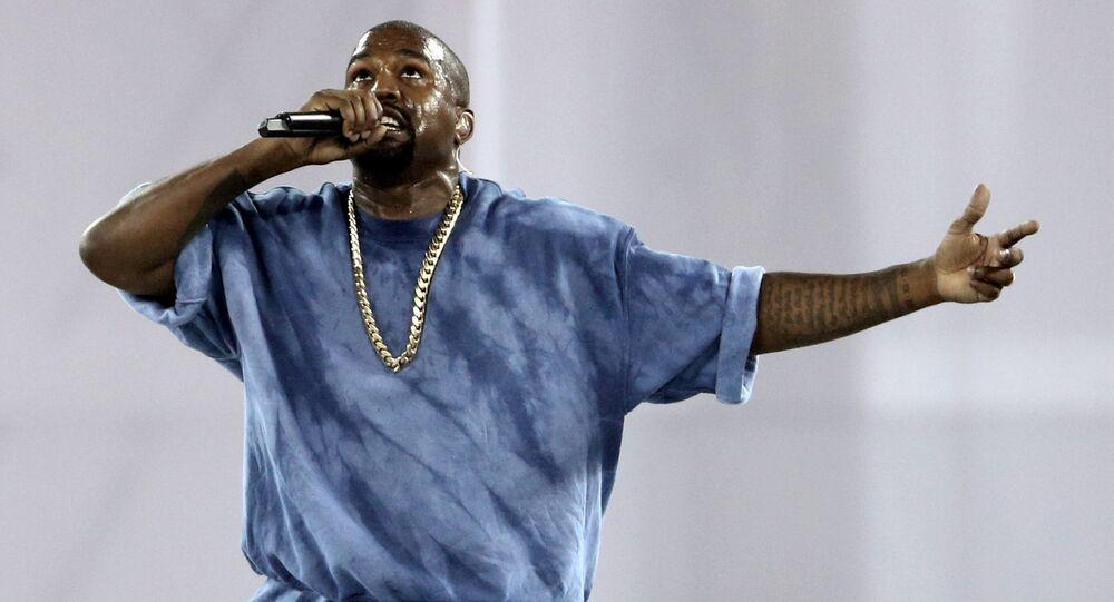 Kanye West, 2015 Pan Am Oyunları'nın kapanış töreninde, Toronto, Kanada