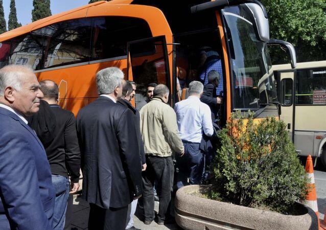 Taksiciler, Uber'e karşı: Lüks otobüsle yolcu taşıyacaklar