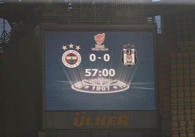 Hakem Mete Kalkavan, Fenerbahçe - Beşiktaş kupa maçının tekrarını Beşiktaş'ın gelmemesi nedeniyle iptal etti.