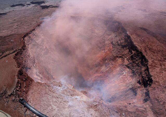 ABD Jeoloji Araştırmaları Kurumu, bölgedeki alarm seviyesini en üst düzeye çıkardı. Turistlere hızla bölgeden ayrılmaları uyarısı yapıldı.