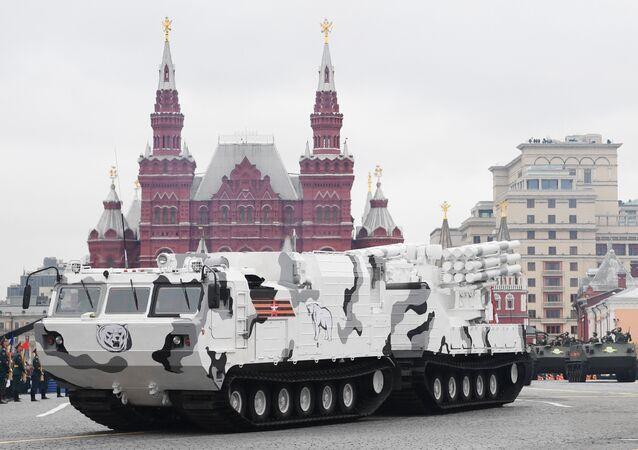 Moskova'daki Kızıl Meydan'da Zafer Günü askeri geçit törenine katılan Arktik edisyonu bir Pantsir-SA