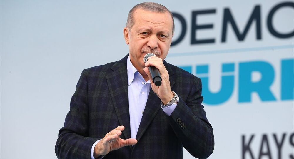 Cumhurbaşkanı ve AK Parti Genel Başkanı Recep Tayyip Erdoğan, Cumhuriyet Meydanı'nda gerçekleştirilen AK Parti Kayseri Kadın Kolları 5. Olağan İl Kongresi katıldı.