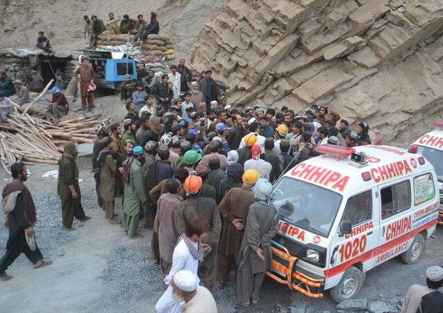 Pakistan'ın Kuetta kentinde bir kömür madeninde meydana gelen metan gazı patlamasında 16 madenci hayatını kaybetti. Patlama sonrası olay yerine sağlık ekipleri sevk edildi.