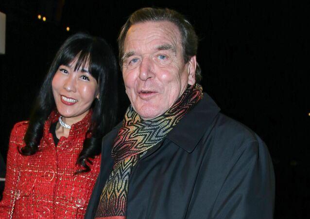 Gerhard Schröder ile Kim So-Yeon (Soyeon Kim)