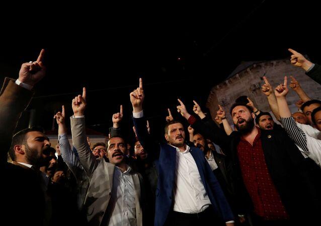 Alperen Ocakları'ndan Fransa Başkonsolosluğu önünde 'Kuran' protestosu