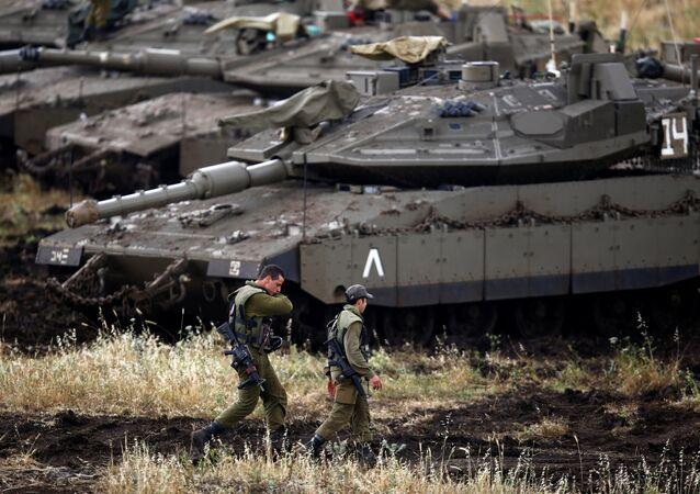 Golan Tepeleri'nde İsrail tankları