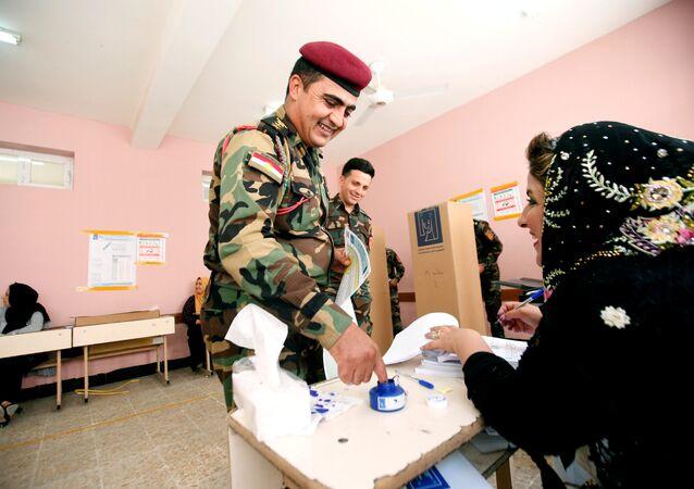 IKBY'ye bağlı Erbil, Süleymaniye ve Duhok kentindeki Peşmerge ve asayiş güçleri de 99 seçim merkezinde oy kullanmak için sabahın erken saatlerinde uzun kuyruklar oluşturdu.