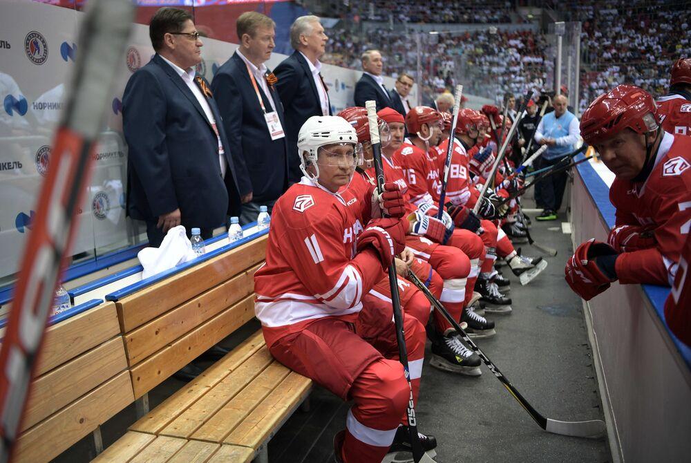 Putin'in takımı, karşı takımı 12-7'lik skorla yenilgiye uğrattı.