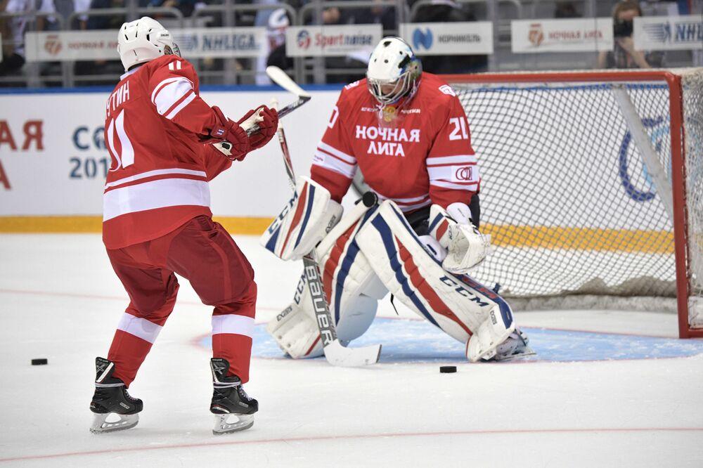 Putin, rakip takıma tam 5 gol attı.