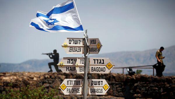 İsrail işgali altındaki Golan'da yol tabelaları - Sputnik Türkiye