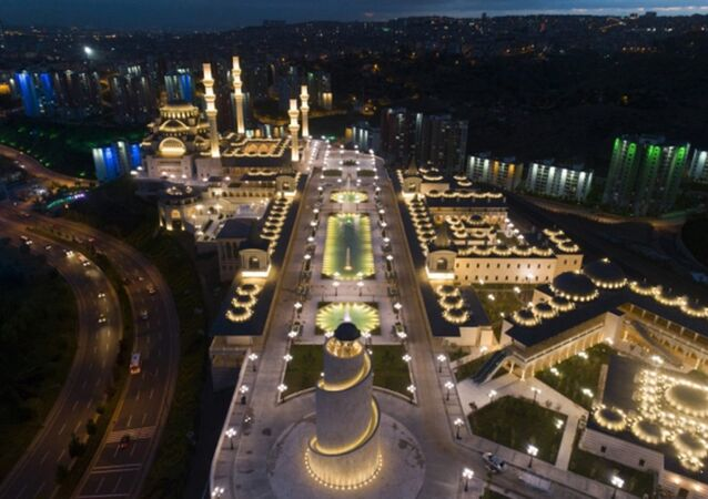 Türkiye'deki dört tarihi camiden esinlenerek tasarlanan külliyede sona gelindi