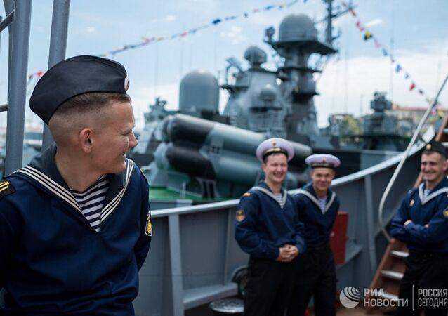 Karadeniz Filosu'nda görevli denizciler Sivastopol'deki savaş gemisinde
