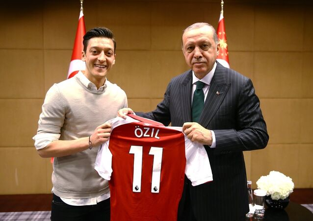 Cumhurbaşkanı Recep Tayyip Erdoğan, Mesut Özil