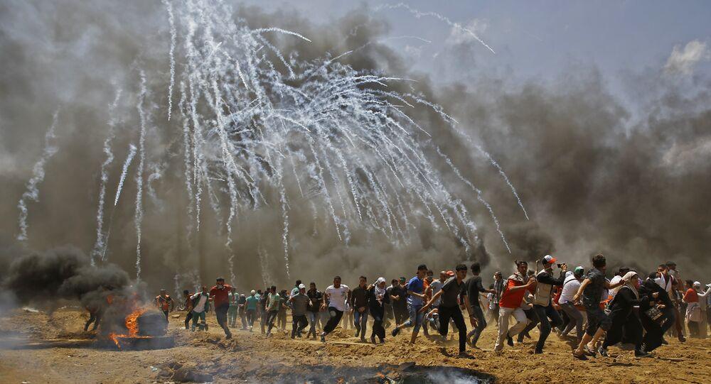 ABD'nin Kudüs Büyükelçiliği'nin açılışını protesto için İsrail sınırına yürüyen Gazzelilere İsrail'in havadan göz yaşartıcı gazla müdahalesi