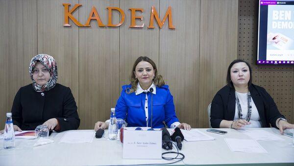 Kadın ve Demokrasi Derneği (KADEM), Kadın ve Siyaset Araştırması Sonuç Raporu'nun basın lansmanı, KADEM Genel Merkezi'nde gerçekleştirildi. Lansman toplantısına Kadın ve Demokrasi Derneği (KADEM) Başkanı Sare Aydın Yılmaz (ortada), yönetim kurulu üyesi Betül Altınsoy Yanılmaz (solda) ve yönetim kurulu üyesi Sezen Güngör de (sağda) katıldı. - Sputnik Türkiye