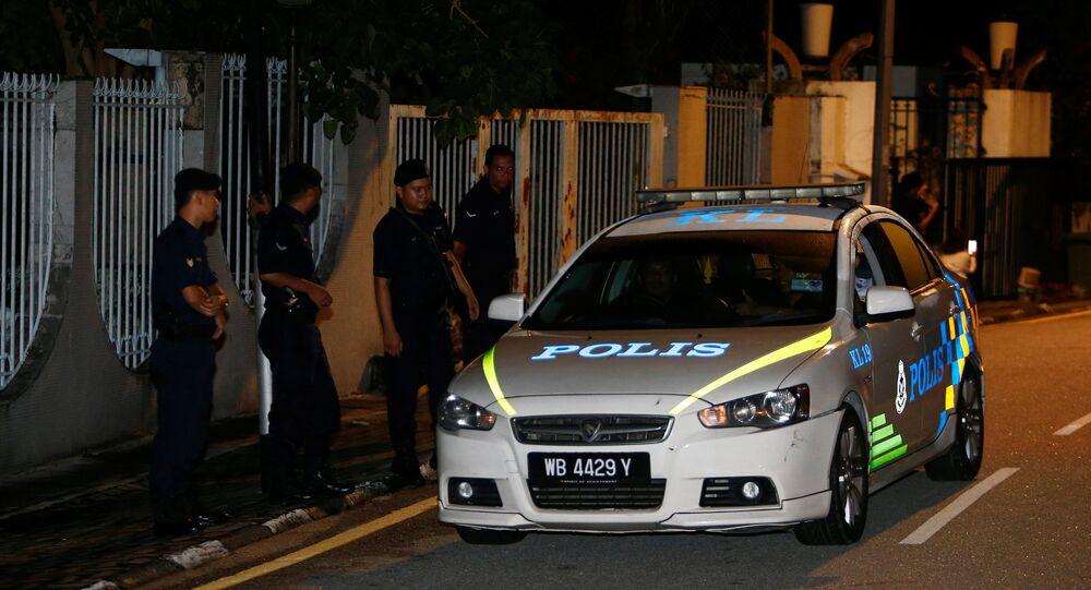 Malezya Başsavcılığı, Necip'in beş ayrı şahsi hesabında tespit edilen söz konusu 681 milyon dolarının Suudi Kraliyet ailesinin kişisel bağışı olduğunu açıklamış, Suudi hükümetinin bunu doğrulamasıyla Necip Rezak yolsuzluk iddialarından aklanmıştı.Necip de paranın bağış olarak geldiğini söyleyerek bunun iktidar partisinin organizasyonlarını finanse etmek için kullanıldığını açıklamıştı. Muhalifler ise paranın 1MDB adlı yatırım şirketinden geldiğini, siyasi destek sağlama ve Necip Rezak'ın kişisel ihtiyaçları için kullanıldığını öne sürmüştü. Bunun üzerine parti içindeki muhaliflerin ve soruşturmayı yürüten başsavcının görevine son verilmişti.