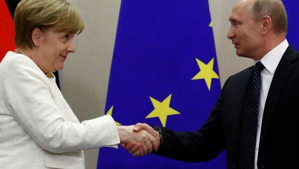 Rusya Devlet Başkanı Vladimir Putin-Almanya Başbakanı Angela Merkel - Sputnik Türkiye