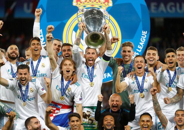 Real Madrid, üst üste üçüncü şampiyonluğunu elde etti