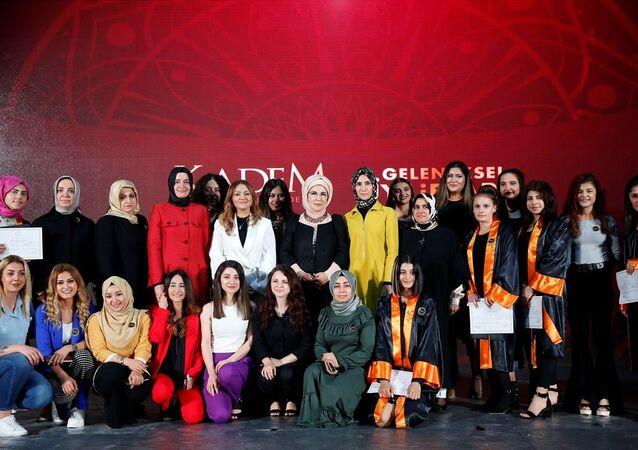 Emine Erdoğan KADEM'de